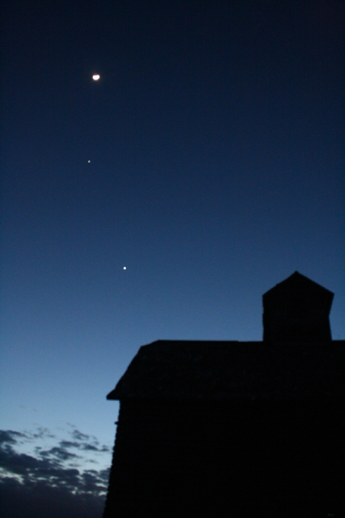 Moon, Venus and Jupiter together in the night sky