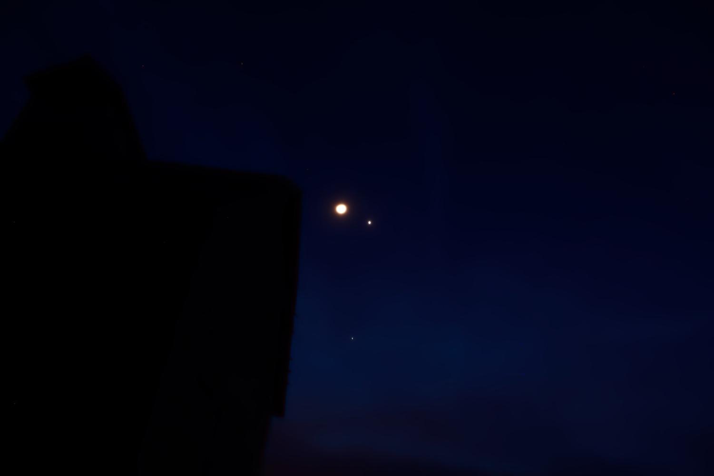 Moon Venus Conjuncture - 3 Quarters Today